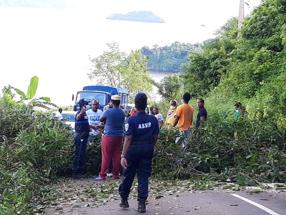 Barrage route M'tsangadoua pour la sécurité
