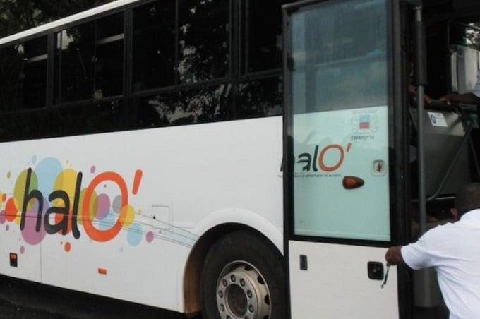 Bus scolaire caillassé Collège de M'tsangamouji 18 06 2021