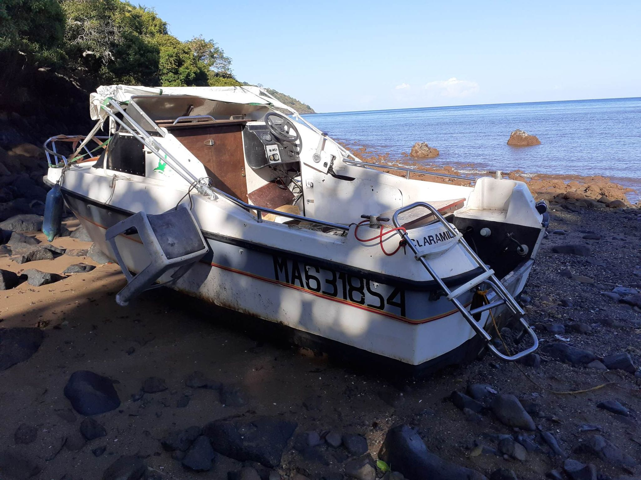 Moteur de bateau volé Acoua Plage
